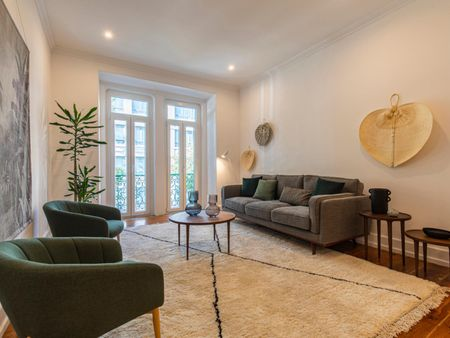Amazing 2-bedroom apartment near Marquês de Pombal metro station
