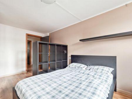 Snug double bedroom near Villa S. Giovanni metro station