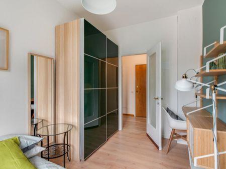 Snug double bedroom near Wagner metro station