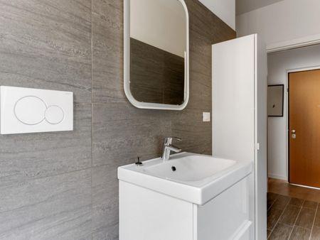 Luminous double bedroom in Gorla