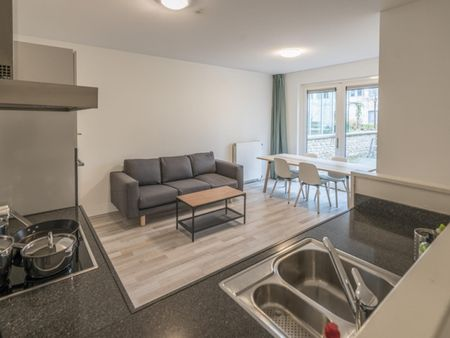 Beautiful double bedroom in a 4-bedroom apartment near Amsterdam Lelylaan transport stop