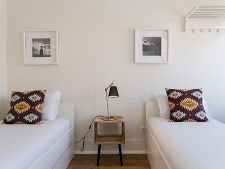 3-Bedroom apartment near Rossio metro station