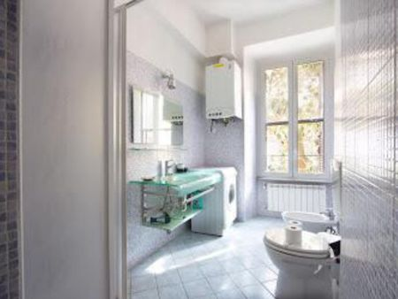 Spacious bedroom with private bathroom next to Vatican and metro Ottaviano