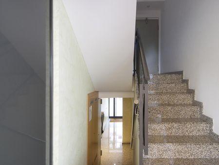 Un piso de 2 habitaciones, con área al aire libre