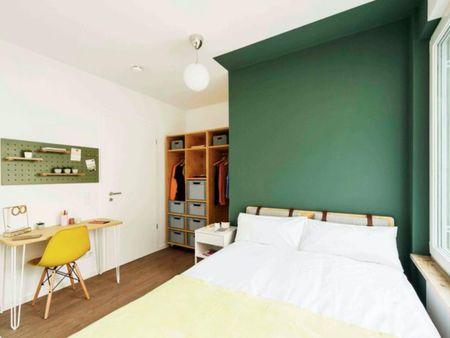 Modern double bedroom in a 2-bedroom apartment near Fritz-Schloß Park