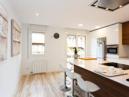Cool 2-bedroom apartment near Les Tres Torres transport stop