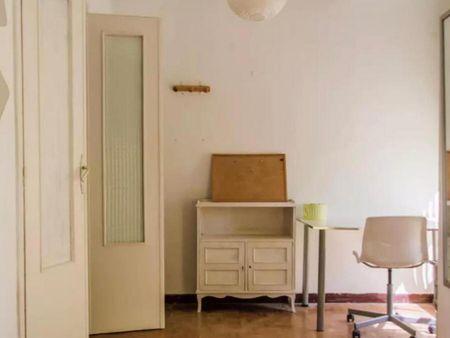 Double bedroom, with balcony, in 3-bedroom apartment