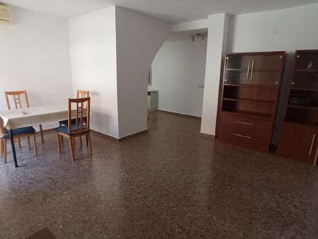 Single bedroom in a 3 room apartment. Near beach and university.