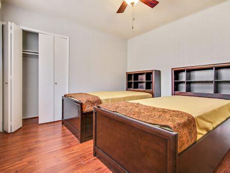 Ellendale Apartments