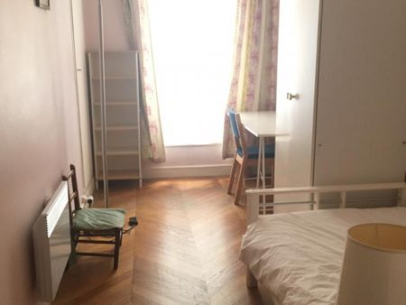 Lovely double bedroom in a 3-bedroom apartment near Solférino metro station