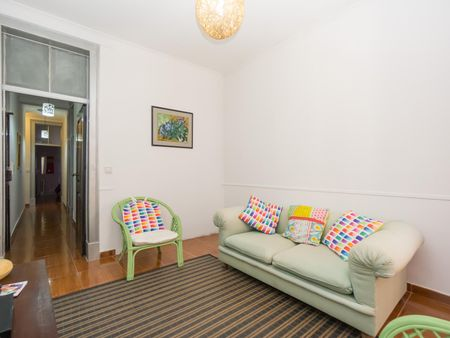 Welcoming and cute 3-bedroom apartment near the Avenida metro station