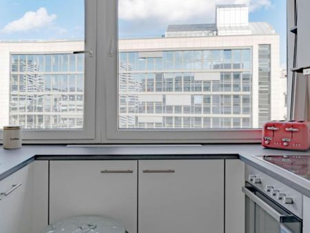 Cozy double bedroom in a 3-bedroom apartment near Deutsche Oper metro station