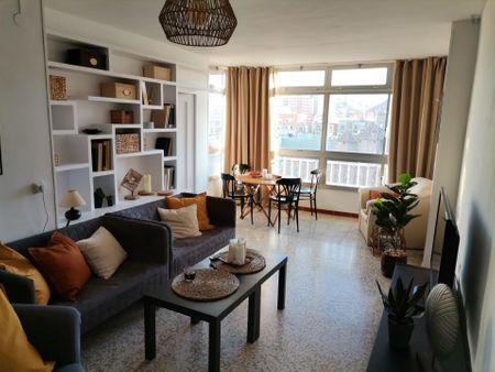 Single bedroom in a 3-bedroom apartment near Estación de Málaga María Zambrano
