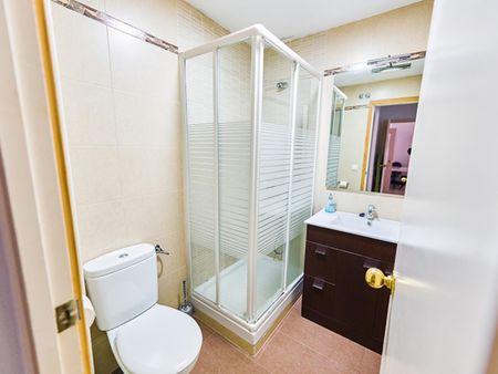 Single bedroom in 3-bedroom house