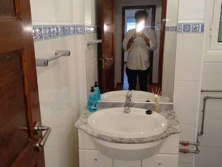 Double bedroom in a 3-bedroom apartment in Évora
