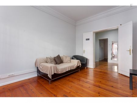 Single bedroom in the city center (next to Marquês Pombal), ref 1202