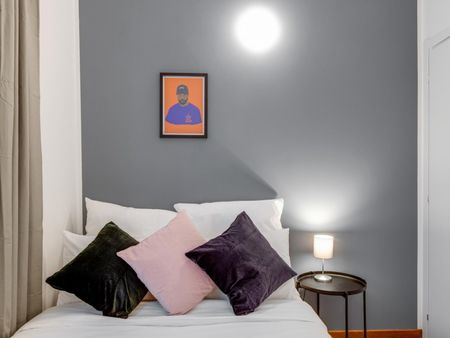 Charming double bedroom near Montenapoleone metro station