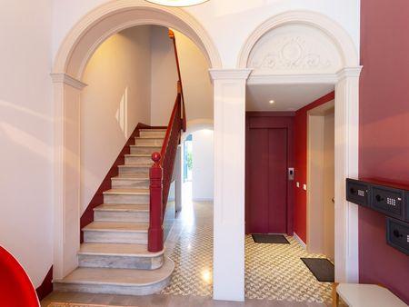 Alluring 2-bedroom apartment near Les Tres Torres transport station
