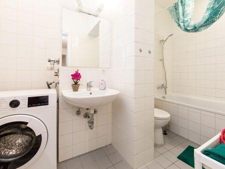 Alluring single bedroom in a 5-bedroom apartment near Fritz-Schloß Park