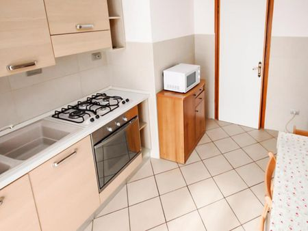 Cool double bedroom in a 5-bedroom apartment near IULM
