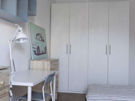 Single bed in a twin bedroom, in a 5-bedroom apartment near Crocetta metro station