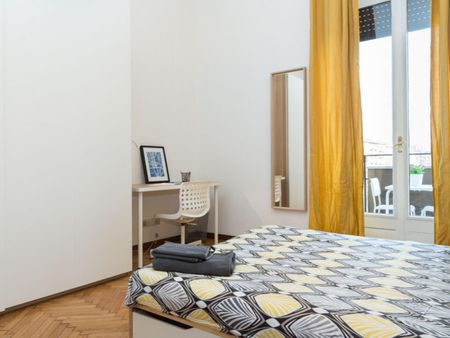 Charming double bedroom in a 4-bedroom apartment near Crocetta metro station