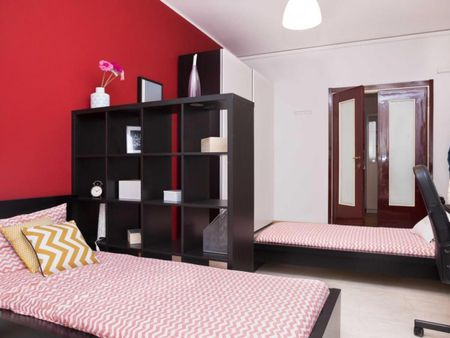 Cozy twin bedroom in a 4-bedroom apartment near De Angeli metro station