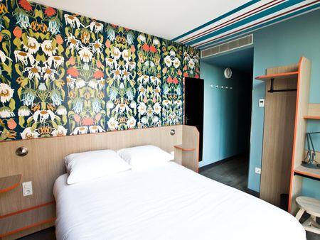 Modern double ensuite bedroom, in a hostel in Oosterpark