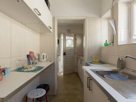 Spacious double bedroom near Salgueiros metro station