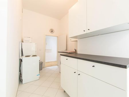 Cool single bedroom in a 3-bedroom apartment near Berlin Ostkreuz Station