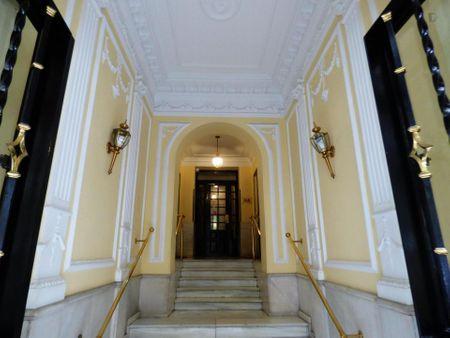 Nice 1-bedroom apartment in Castellana neighbourhood