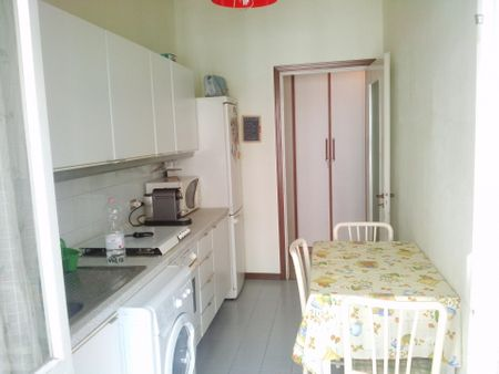Single bedroom in a 2-bedroom apartment near Cimiano metro station