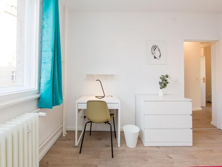 Cute single bedroom in a 4-bedroom apartment near Westhafen transport station