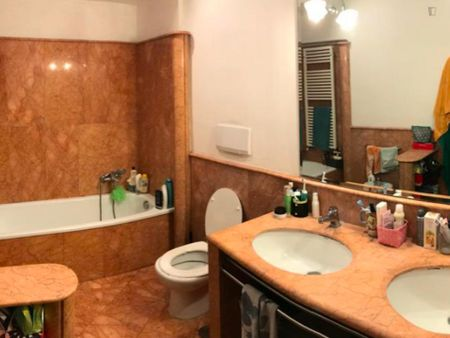 Twin bedroom in a 3-bedroom apartment near Battistero di San Giovanni