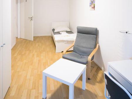 Cozy single bedroom in a 3-bedroom apartment near Elbruchstraße transport station