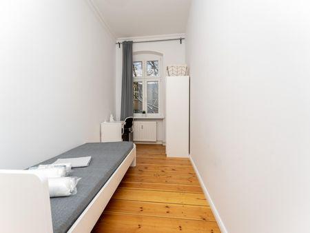Nice single bedroom in a 4-bedroom apartment near Berlin Ostkreuz Station