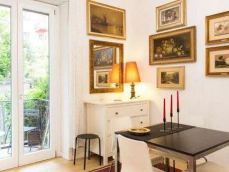 Warm 1-bedroom flat near Piazza Bolivar