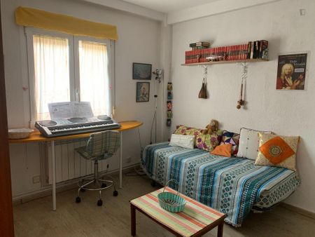 Single bedroom in a 4-bedroom apartment near Antón Martín metro station