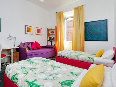 Double bedroom in a 4-bedroom apartment near Roma Termini train station