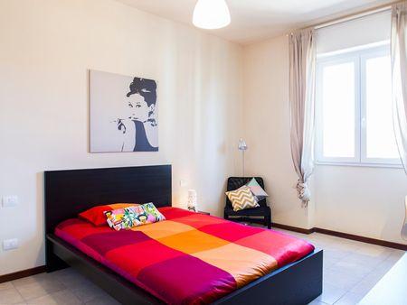 Snug double bedroom in San Lorenzo neighbourhood