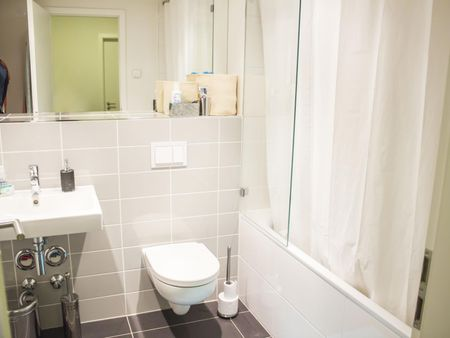 Agreeable single bedroom in a 5-bedroom flat in the centre