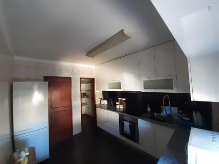 Double bedroom in a 3-bedroom apartment in Barreira