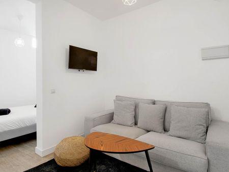 Comfy studio, in a residence near Alvarado metro station