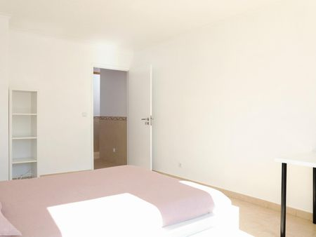 Double bedroom in newly renovated apartment aside Colombo