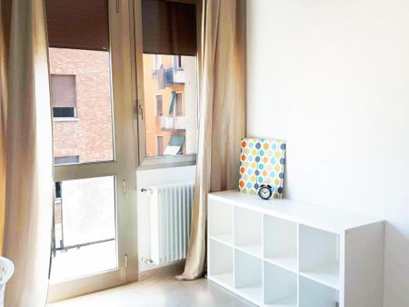 Enchanting single bedroom in Bolognina Neighborhood