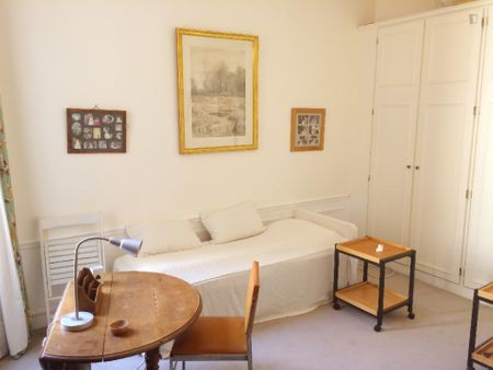 Lovely twin bedroom near La Muette metro station