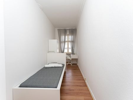Spacious single bedroom in a 5-bedroom apartment near U Wilmersdorfer Straße metro station