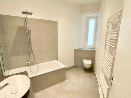 Bright double bedroom, in a residence near St. Pauli metro station