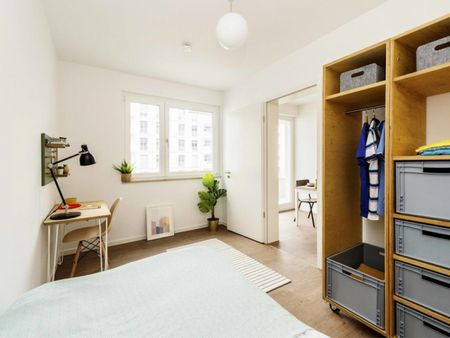 Cool double bedroom in a 2-bedroom apartment near Fritz-Schloß Park