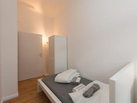 Cool single bedroom in a 4-bedroom apartment near U Boddinstr. metro station